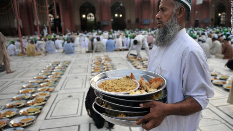 130805140118-eid-pakistan-food-mosque-horizontal-large-gallery